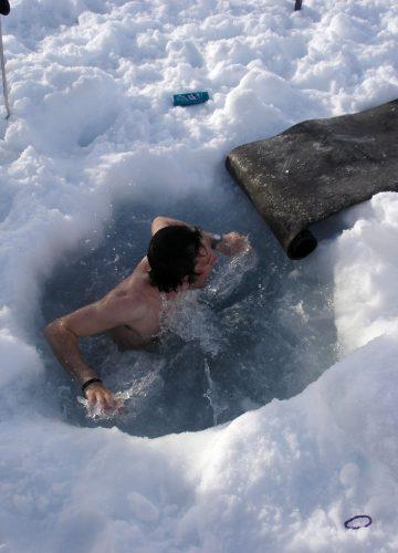 האם אמבטיות קרח יעילות בתאוששות מאימון ולמניעת כאבי שרירים לאחר אימון?